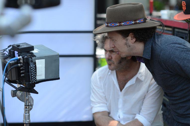 Regisseur Mitchell Franco (met hoed). Beeld Gregory Smith