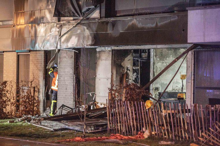 De flat raakte compleet vernield door de brand en de ontploffingen.