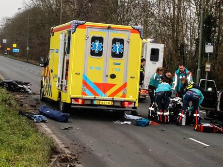 Scooterrijder naar ziekenhuis na ernstig ongeluk op Provincialeweg in Dordrecht