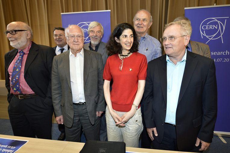 Fabiola Gianotti, tussen wetenschapper Peter Higgs (l) en voormalige CERN directeur Rolf Heuer (r) Beeld epa