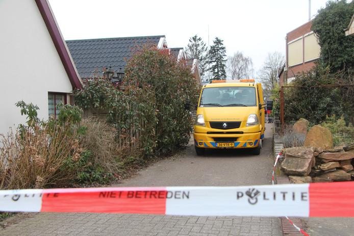 Bij de actie waarbij een hennepkwekerij werd ontmanteld nabij cafetaria 't Berghuis wordt een voertuig in beslag genomen.