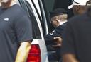 Manning wordt weggevoerd uit de rechtszaal nadat hij het vonnis heeft gehoord.