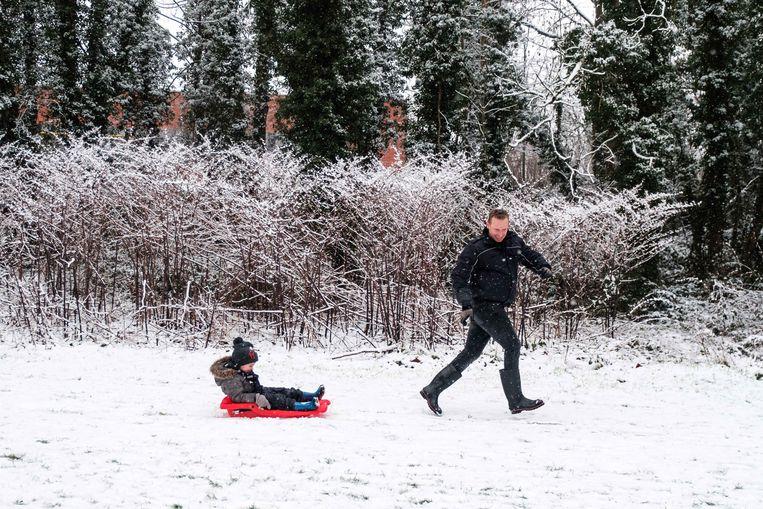 Sneeuwpret aan de Beukenberg in Tongeren.