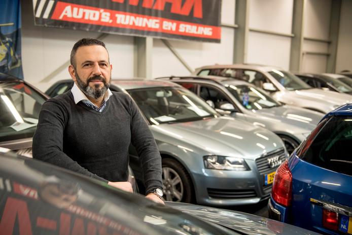 Erkan Akbas, eigenaar van autobedrijf V-Max in Almelo