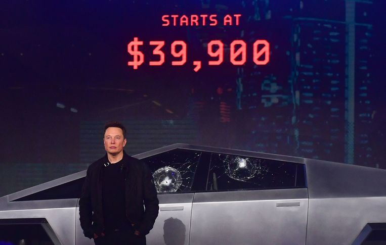Elon Musk tijdens de presentatie van zijn elektrische Cybertruck.