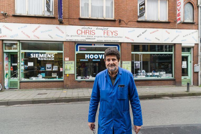"""Christiaan Feys verkoopt zijn zaak in de Phoenixstraat: """"Door het circulatieplan is ze 50.000 euro minder waard""""."""