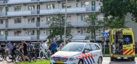 Fietser aangereden door auto op kruising in Breda
