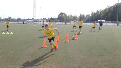 De bal rolt weer bij jeugd Lierse Kempenzonen: eerst handen en materiaal ontsmetten, dan trainen op veilige afstand en thuis onder de douche