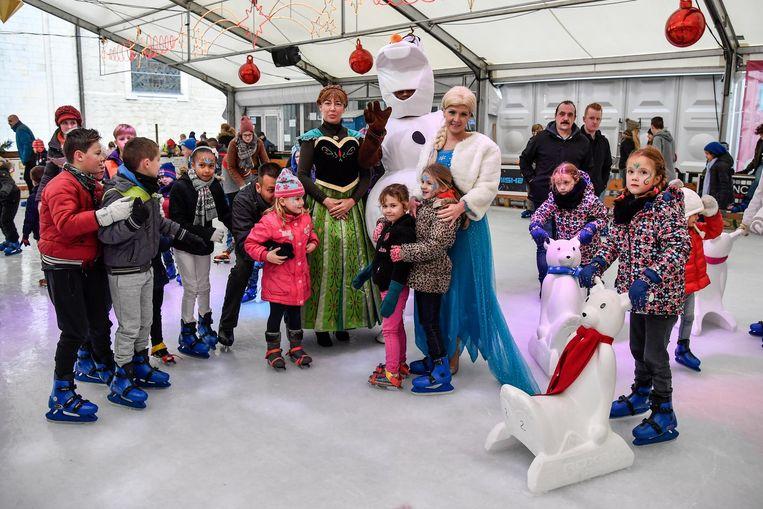 Bijzonder bezoek gisteren op de ijspiste van Lebbeke. Kinderen konden samen met Elsa, Olaf en Anna een rondje schaatsen.