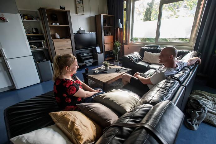 Monique Melenboer en Jeroen Wildhagen wonen in de voormalige klaslokalen van De 4 Heemskinderen. Met veel plezier. ,,Ik kon rennend mijn bed induiken.''