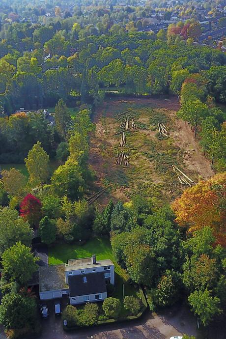 Achtertuin Pieter van den Hoogenband van riante villa in Brabant verwoest