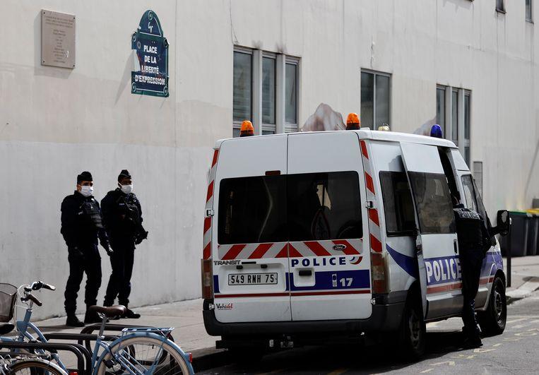 Franse agenten op de plek van de aanslag. Beeld Hollandse Hoogte / EPA