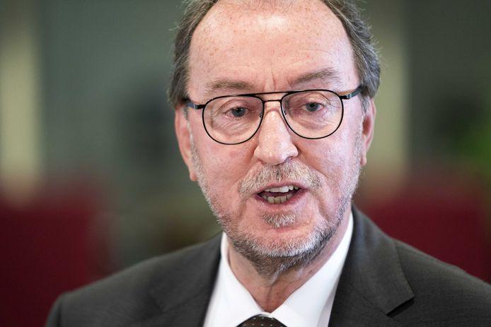 Voorzitter van de veiligheidsregio Jan Lonink .