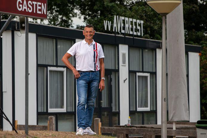 Penningmeester Harold Mijnheer van VV Avereest, twee jaar geleden bij het clubhuis op sportpark De Balk in Balkbrug.