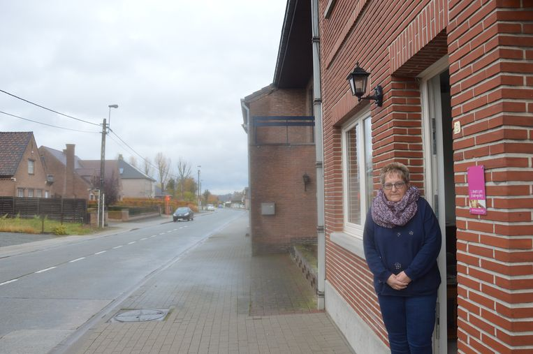 Anne De Maeseneer aan haar woning in de Brielstraat.
