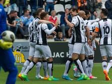 Heracles Almelo-verdediger Justin Hoogma laat EK -19 schieten