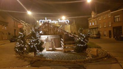 Kerstballenworp tijdens toost op nieuwe jaar