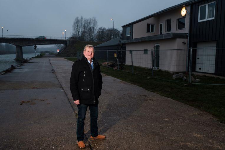 Schepen Jef Verhaegen neemt afscheid van de politiek. Hier poseert hij voor het nieuwe lokaal van roeiclub The Oar. Verhaegen volgde dat dossier van nabij op.