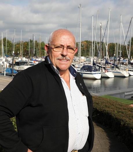 Havenmeester Adri van Uden uit Heesch hoort en ziet alles