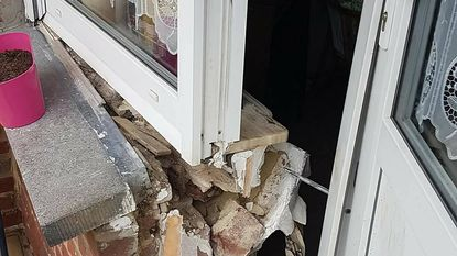 Inbrekers breken 'per ongeluk' muur uit