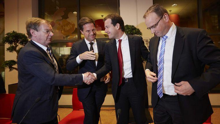 (VLNR) Voorman Bernard Wientjes van VNO-NCW, premier Mark Rutte, minister Lodewijk Asscher van Sociale Zaken en FNV-voorzitter Ton Heerts voor aanvang van de presentatie van het sociaal akkoord gesloten met werkgevers en vakbonden Beeld ANP