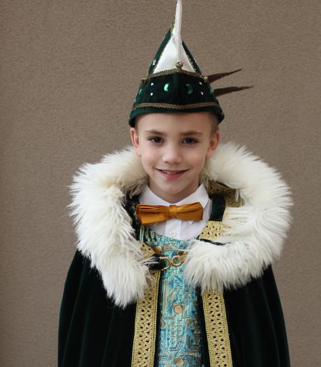 Jeugdprins Milan zwaait de scepter over Kneutergat