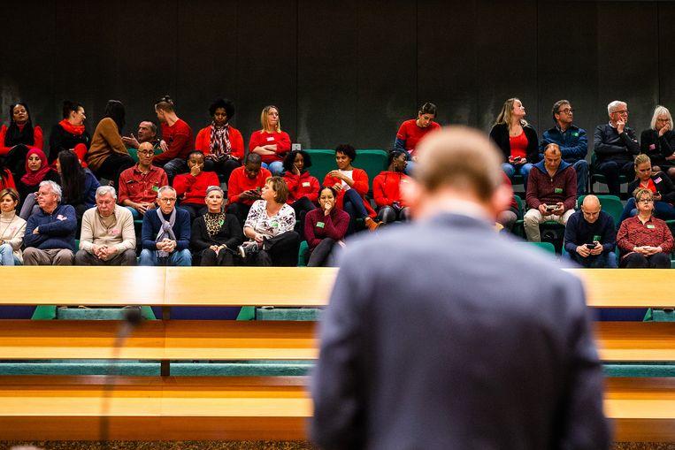 De Tweede Kamer debatteerde met staatssecretaris Menno Snel over de kinderopvangtoeslag die onterecht is teruggevorderd. Beeld null