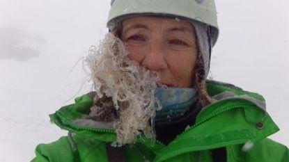 Klimmende oma overleeft lawine op laatste bergtop van wensenlijstje, begeleiders komen om