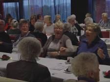 Rode Kruis helpt eenzame ouderen in Enschede door Samen Doen Dag