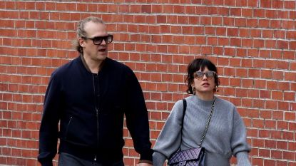 Lily Allen en 'Stranger Things'-acteur David Harbour al kussend gespot