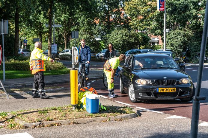 Er zijn veel verkeersregelaars op de been om de straten rond het park dicht te houden.