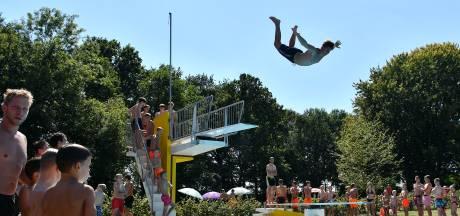 Openluchtzwembad Ootmarsum in najaar misschien wat langer open: 'Moeten wel bezoekers komen'