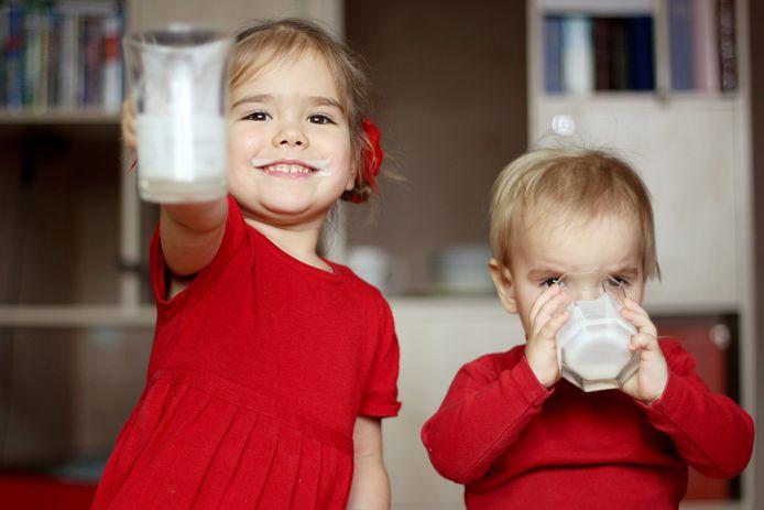 Volle melk is vet, maar juist goed voor kinderen