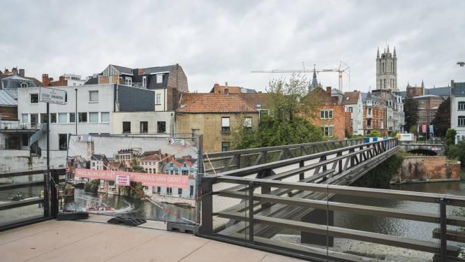 Eerste deel van onafgewerkte voetgangersbrug aan de Krook blijkt illegaal bouwwerk, en dreigt gesloopt te moeten worden