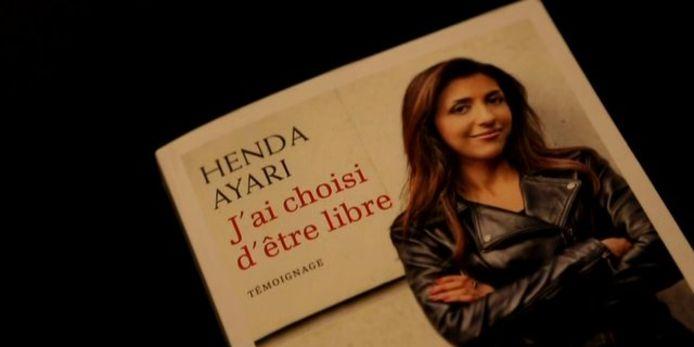 Foto van omslag boek Henda Ayari. De Franse schrijfster stelt dat ze is verkracht door Tariq Ramadan, een oud-medewerker van de stad Rotterdam.