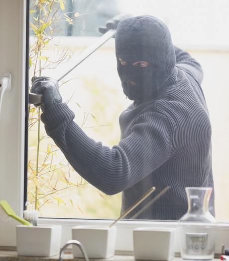 Tilburger betrapt inbrekers: zij slaan gereedschapskist tegen zijn hoofd