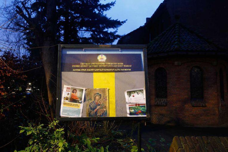 Een informatiebord voor de ingang van de Eritrees-orthodoxe kerk Beeld null