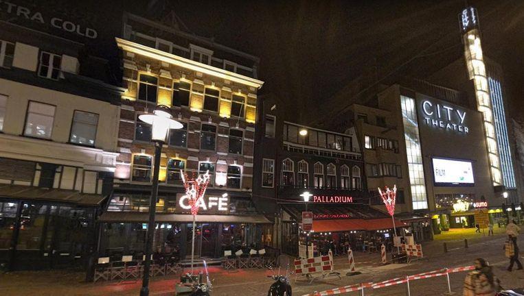 Ze fietste van Palladium op het Leidseplein richting huis toen ze van haar fiets werd geduwd. Beeld Google Streetview