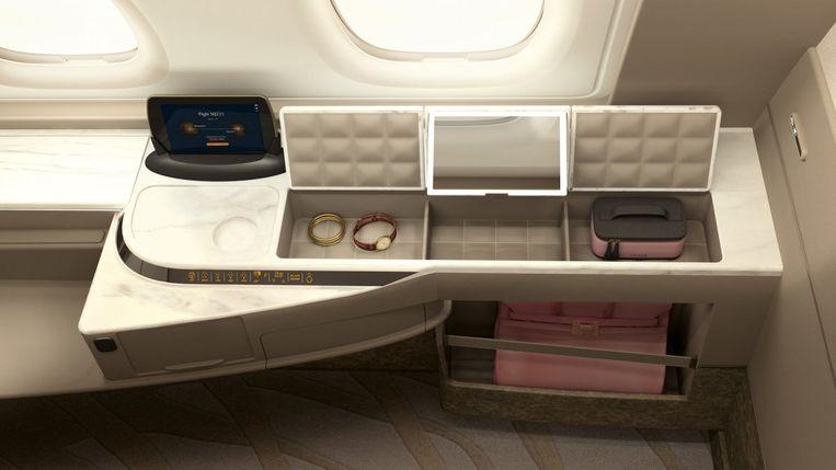 De suite heeft een volledige kleerkast en aparte ruimte voor handbagage