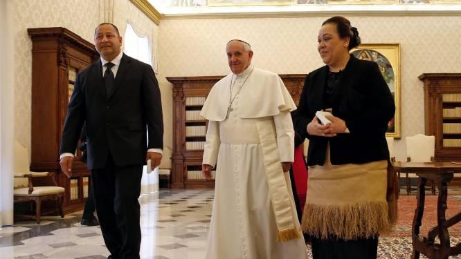 Koningin van Tonga na een jaar afwezigheid (door corona) weer thuis