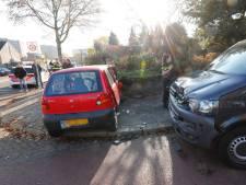 Ongeluk met twee auto's in Eindhoven, bestuurder gewond naar ziekenhuis