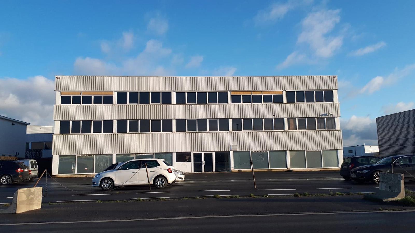 Het stadsbestuur weigert de omgevingsvergunningsaanvraag voor een nieuw winkelcomplex, inclusief Jumbo, op de leegstaande site van Crea Industrial Printing langs de Diksmuidsesteenweg.