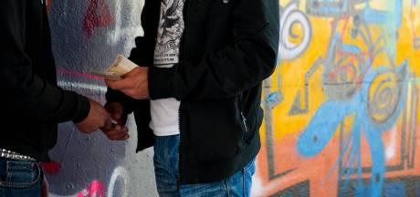 Drugsoverlast station Glanerbrug: 'Ze duiken de bosjes in om spuit te zetten'