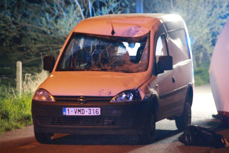 De voorruit van het aanrijdende voertuig is zwaar beschadigd door de klap