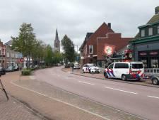 Boze cafébezoeker rijdt met auto in op mensen in Rijsbergen en vlucht, politie start zoekactie