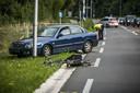 De politie verricht onderzoek naar het ongeval op de Rijksweg bij Beek.