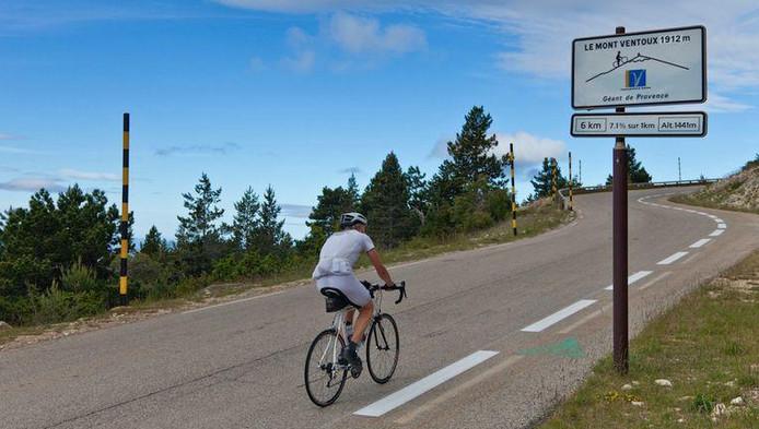 Le Mont Ventoux fait office de défi ultime pour de nombreux cyclistes.