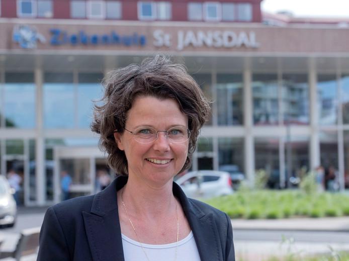 Relinde Weil, voorzitter Raad van Bestuur Ziekenhuis van het  St, Jansdal Ziekenhuis in Harderwijk