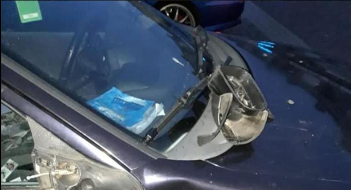 De beschadigde auto
