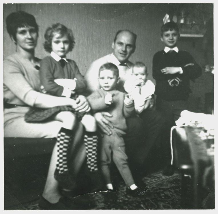 Van links af: moeder Stien, Sonja, Gerard, vader Willemsr., Astrid en Willem in 1966. Beeld Privécollectie Stien Leipoldt